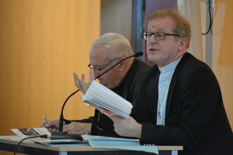 La première conférence de Mgr Podvin