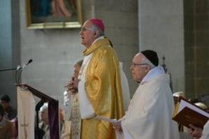 Mgr Mousset, avec le Père Christian Labourse, prêtre jubilaire